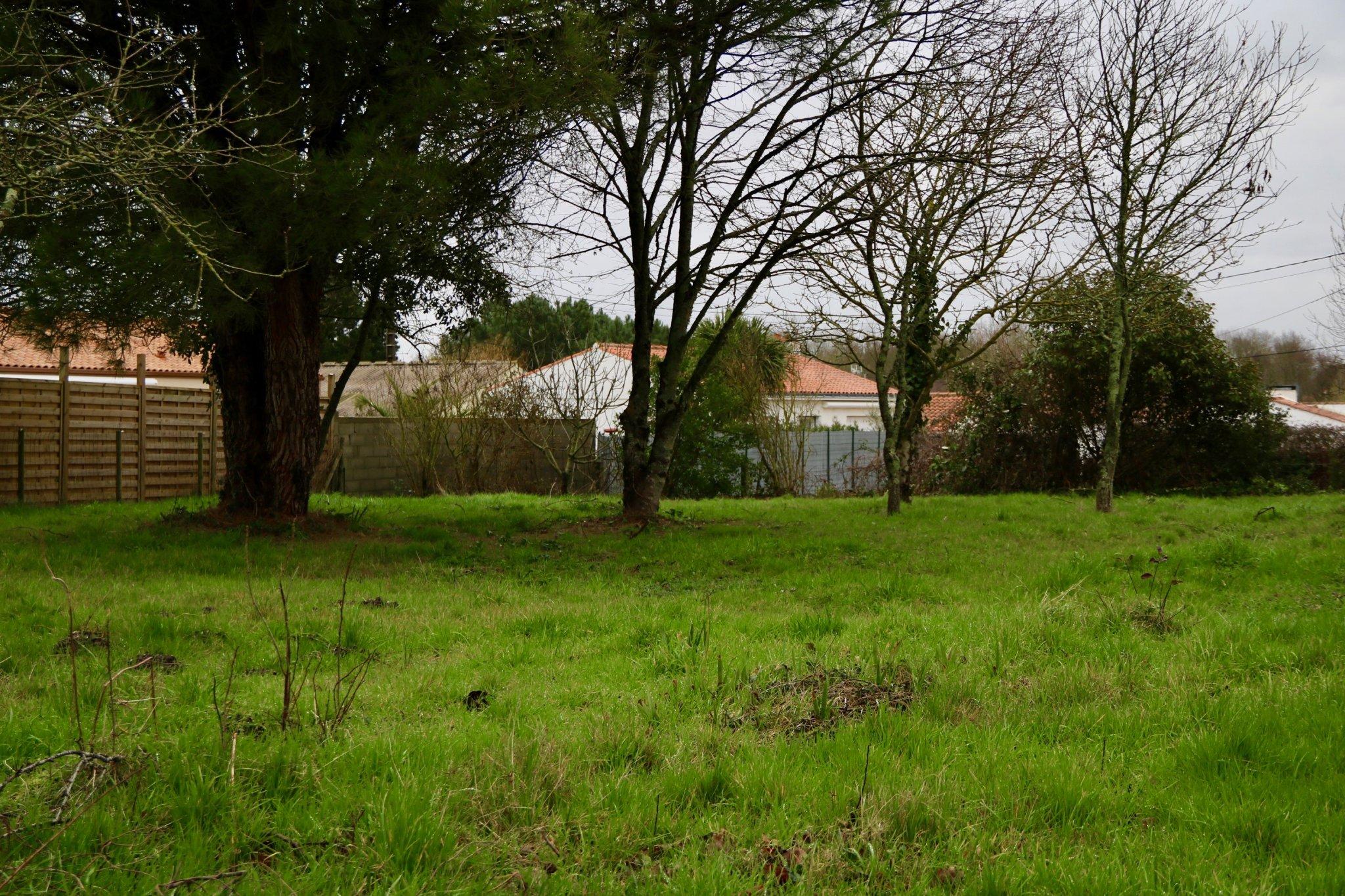 Terrain 888m2 Hors lotissement | ref-502