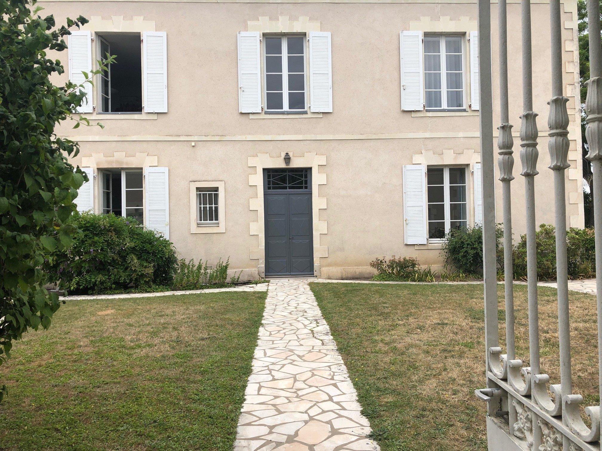 Challans – Maison 10 pièces – 368 m2 | ref-547